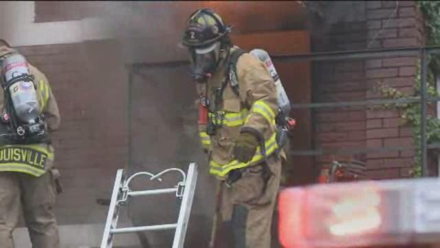Video | Firefighters battle Old Louisville apartment fire